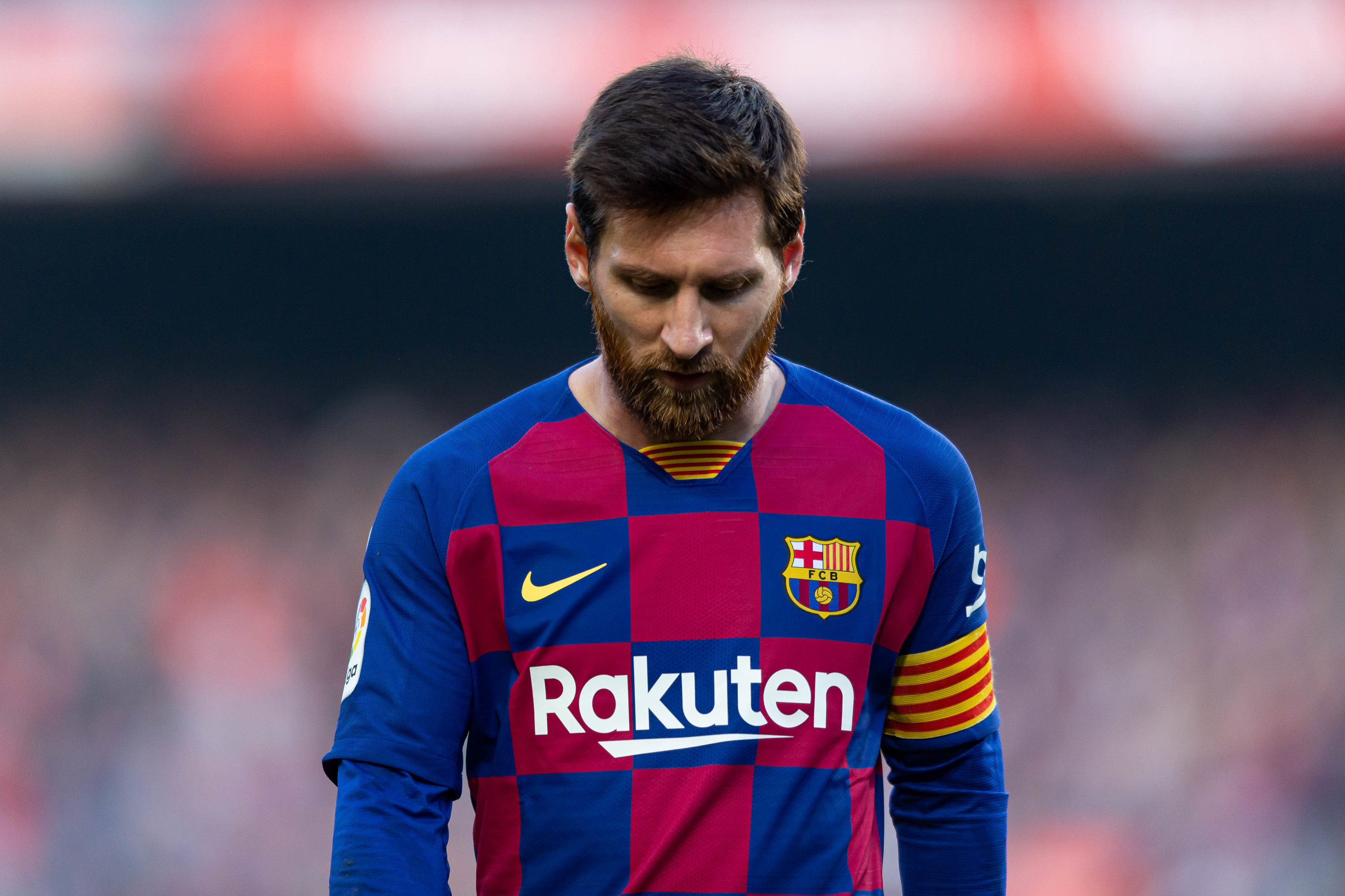 Lionel Messi gives the board an ultimatum to sign 3 players or he moves